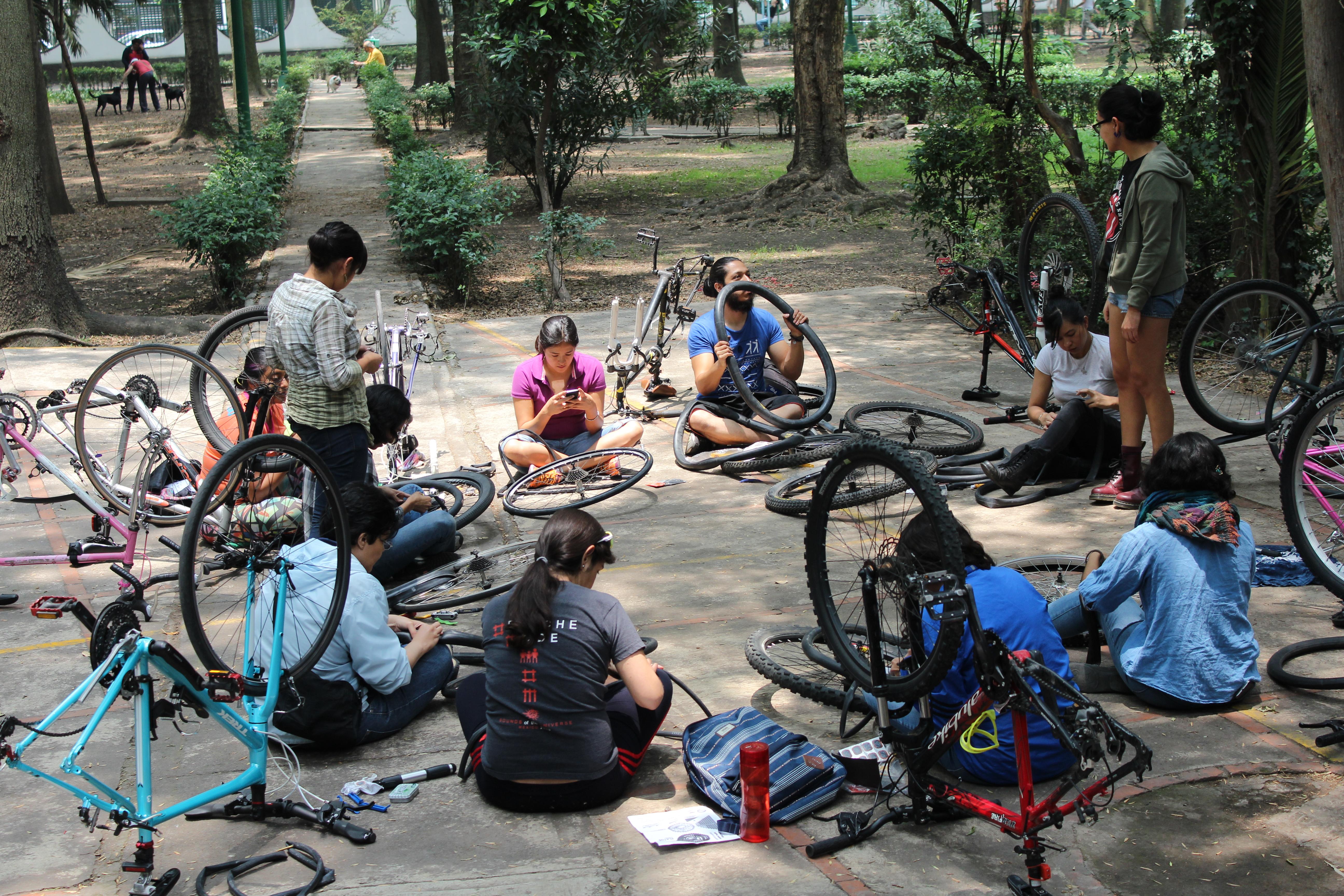 CityLab Latino: En Ciudad de México, la mejor aliada de una ciclista es otra ciclista