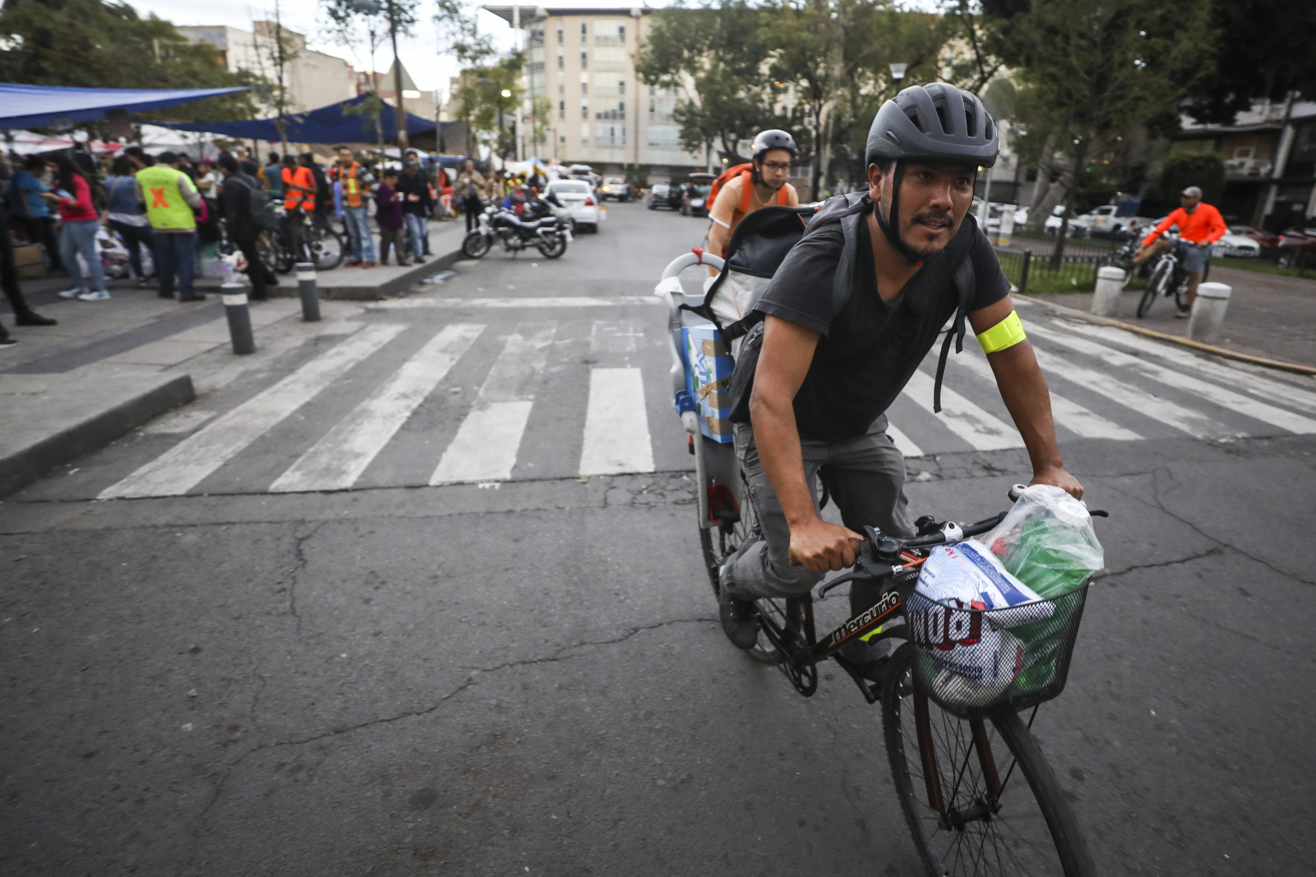 Cycling Tips: How Mexico City cyclists are using bicycles to aid earthquake victims